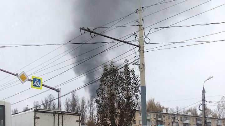 Жителей Брагино напугал чёрный дым: в МЧС рассказали, что горит