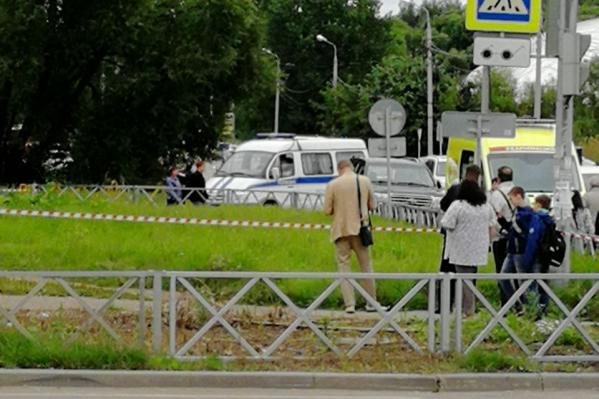 Здание суда Дзержинского района оцеплено, внутри работают кинологи