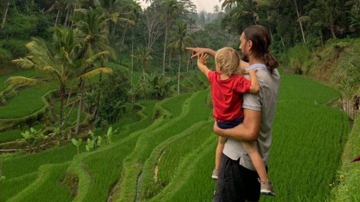«Будьте добрее к людям!»: Шадринцы, застрявшие на Бали из-за коронавируса, просят помощи властей