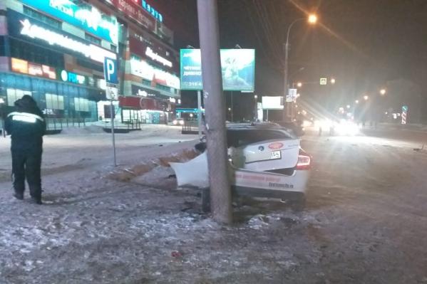 Водитель сбил двух студентов в Кировском районе