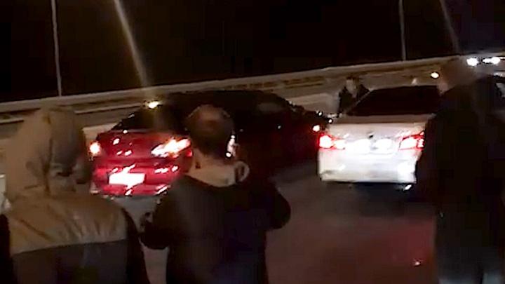 «Было много машин, штук 70»: в Уфе прошли уличные гонки — журналист снял зрелищное видео