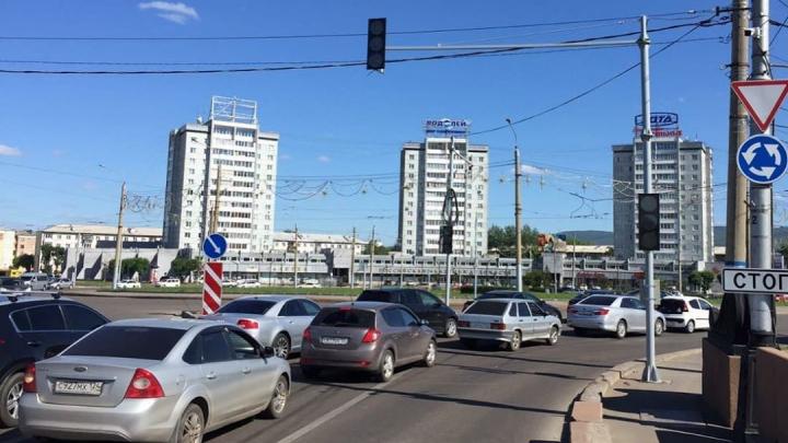 На кольце Предмостной площади заработал светофор