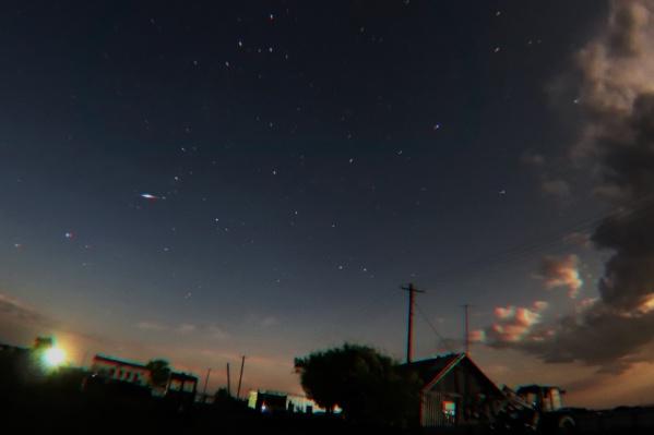 Любители астрономии отправляются за город, чтобы лучше видеть поток метеоров