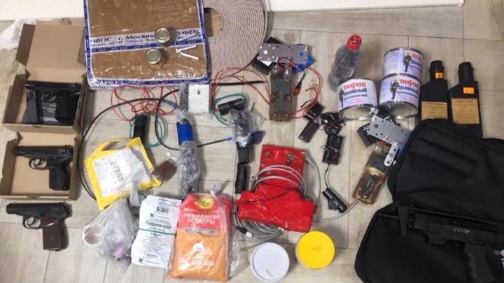 ФСБ задержала тюменца, занимавшегося переделкой оружия