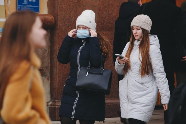 После того как болезнь пришла в Россию, в стране скупили все маски