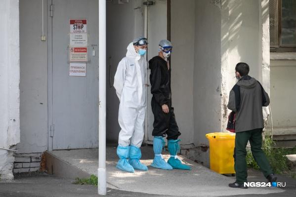 Все красноярцы ждут второй волны, но новые ограничения пока вводят только в Москве