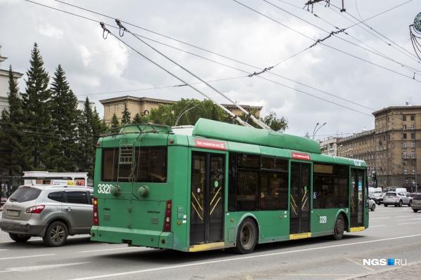 """Водитель троллейбуса <nobr class=""""_"""">№ 5</nobr> напал на конечной остановке на пассажирку, которая не рассчиталась за проезд"""