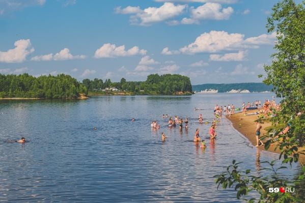 Пляж в Заозерье пользуется популярностью