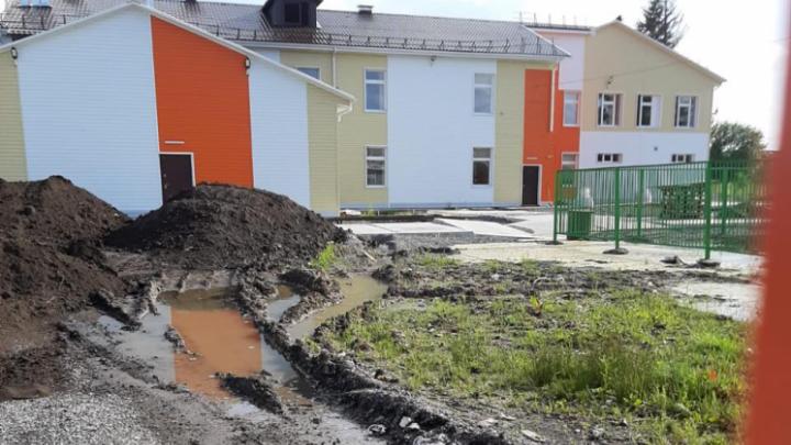 «Виноваты не строители и не край»: в Минобре прокомментировали состояние новой школы в Зеледеево