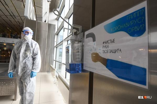 Эпидемиолог рассказала, можно ли заразиться в очереди в магазине и что нужно сделать больному COVID-19, чтобы заразить прохожего