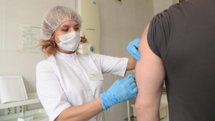 Медики рассказали, как уральцы переносят прививку от коронавируса