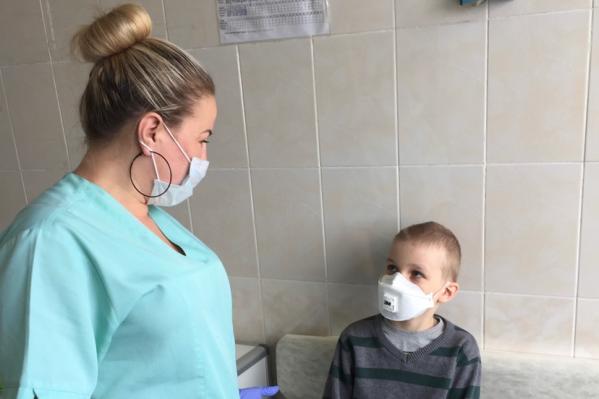 По словам родителей, из отделения забрали опытную медсестру