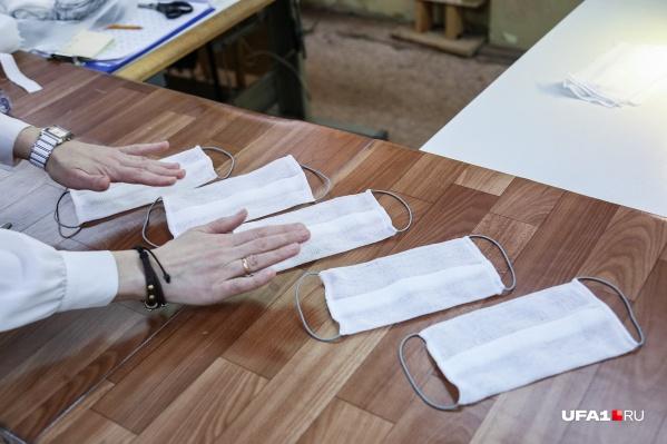 Сейчас медицинская маска — одно из основных средств защиты для медработников