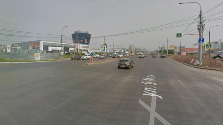 ВАЗ въехал в стоящий на светофоре грузовик. 24-летний водитель легковушки погиб