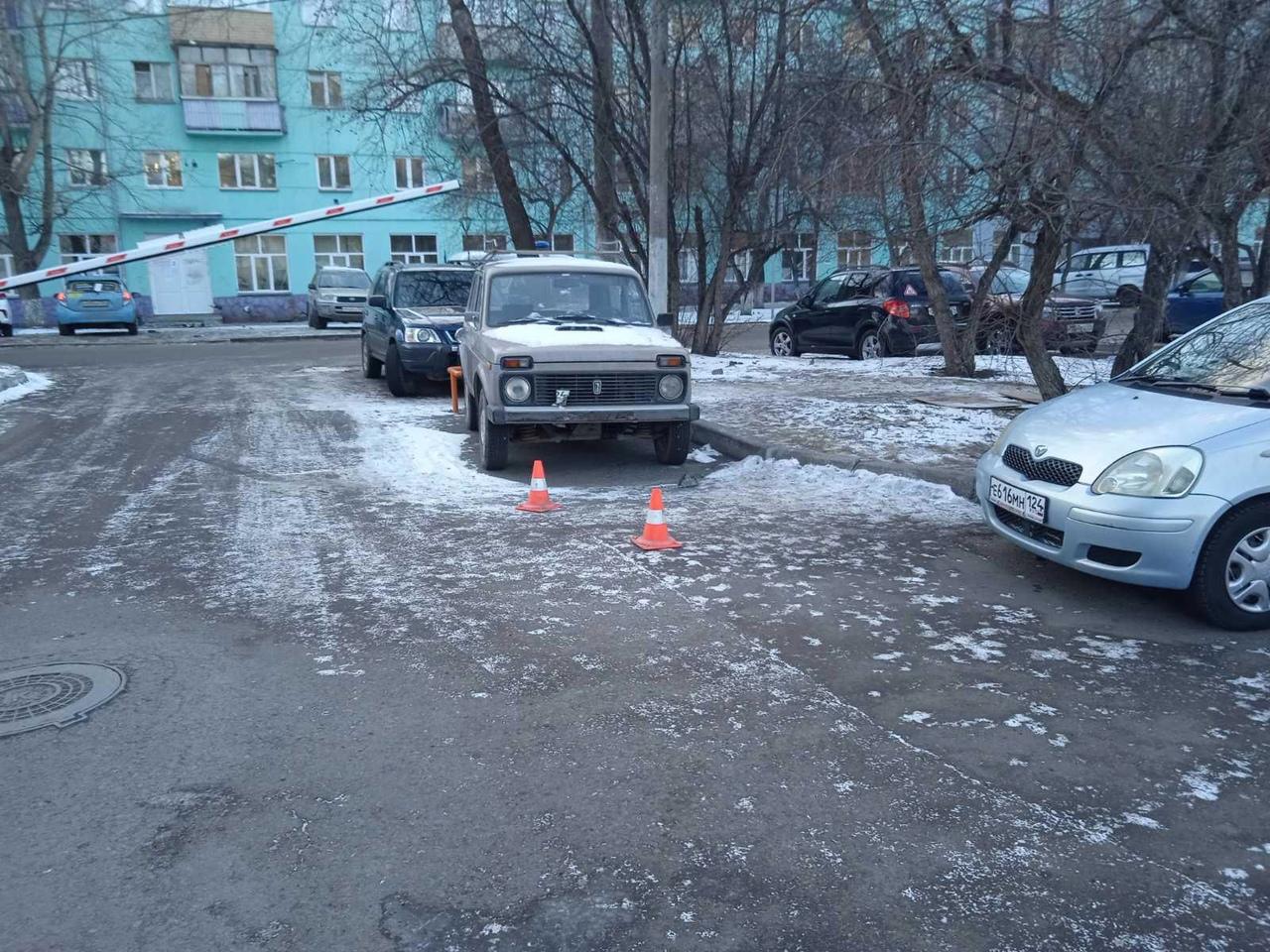 """Тот самый двор на Коломенской, где водитель протаранил <nobr class=""""_"""">3 машины</nobr>"""