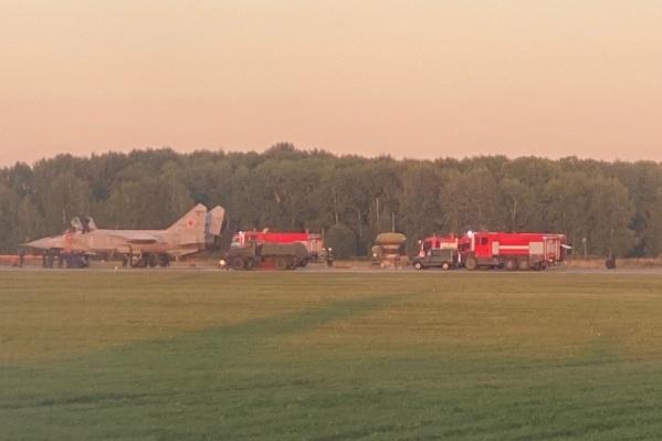 Фотографию самолета после приземления выложили в соцсетях