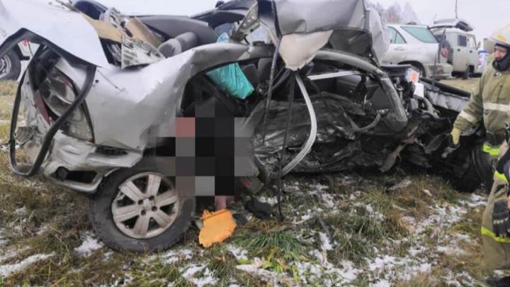 Две иномарки столкнулись под Новосибирском — один человек погиб