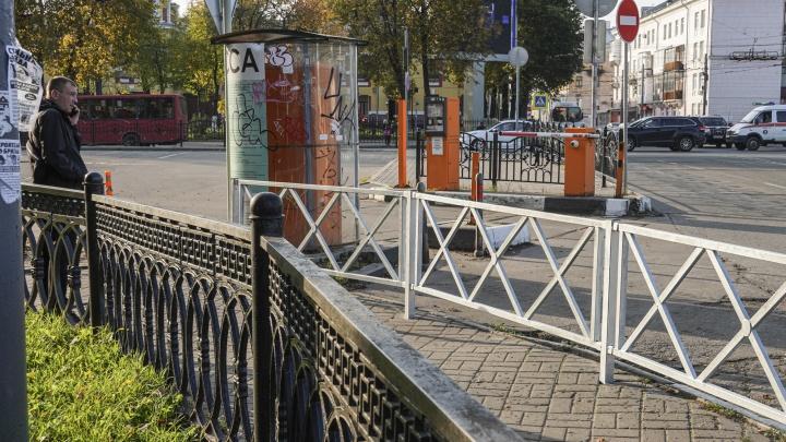 Держите себя в рамках: кто и зачем наставил заборы по всему Ярославлю. И почему это бесполезно