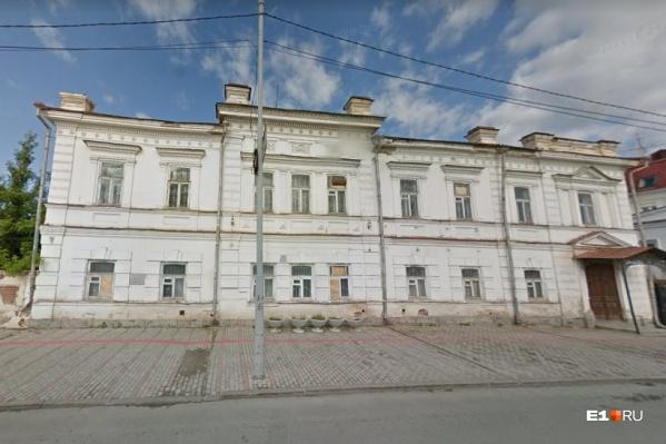 Здание восстановят к 2022 году
