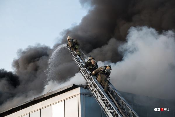 Площадь возгорания составила 40 квадратных метров