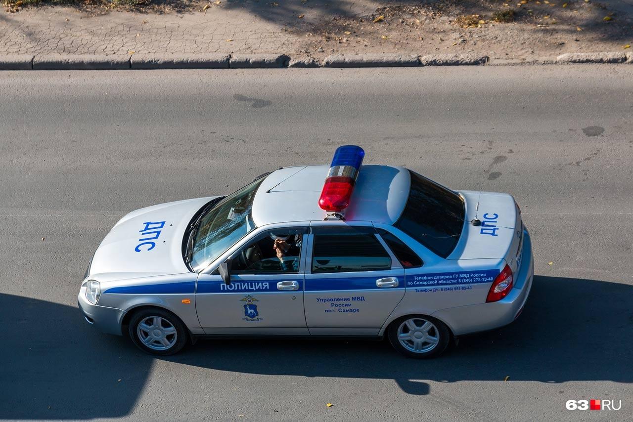 Если сильно постараться, то лишиться водительского удостоверения можно за помеху полицейским