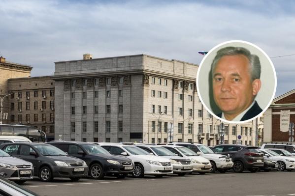 Геннадий Шилохвостов заработал в прошлом году больше 3 миллионов рублей. Если допустить, что это только зарплата, то его ежемесячный доход может составлять около 280 тысяч рублей