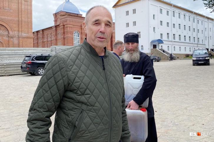 Дмитрий Соколов приезжает в монастырь каждую неделю. Священники говорят, что семья Соколовых самая веселая в монастыре