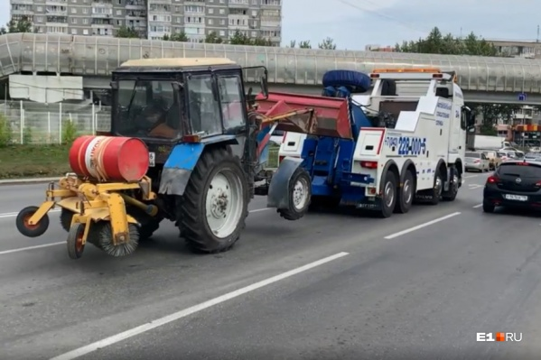Житель Екатеринбурга катался на тракторе, выпив крепкого алкоголя