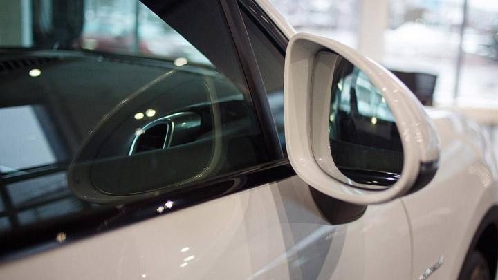 Им кризис нипочем: список автомобилей, которые пока не подорожали из-за падения рубля