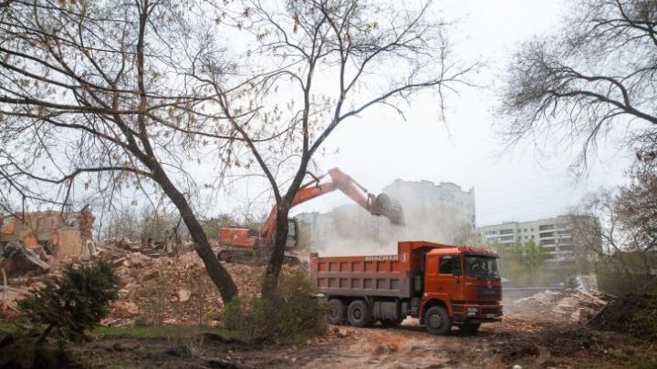 Москвичи приостановили торги на строительство школы у Комсомольского сквера за миллиард
