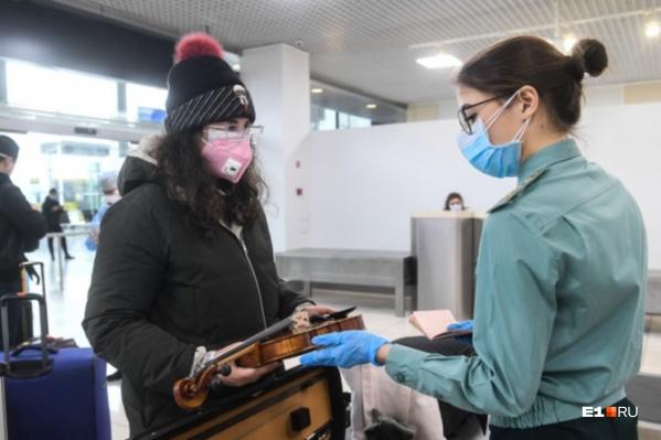 После возвращения из зарубежной поездки россиянам рекомендуют добровольно отправиться на четырнадцатидневный карантин
