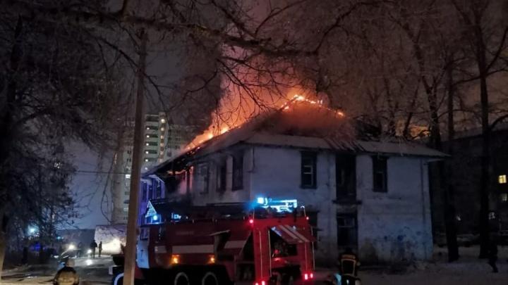 В Уфе на улице Шота Руставели сгорел скандально известный дом