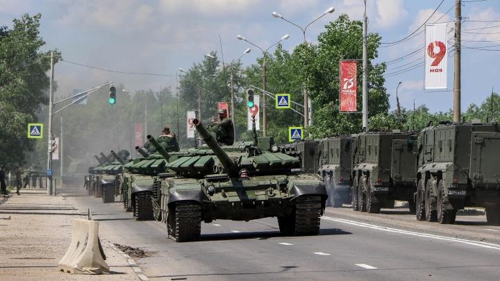 Видео дня. Смотрим на репетицию парада Победы в Нижнем Новгороде с высоты птичьего полёта