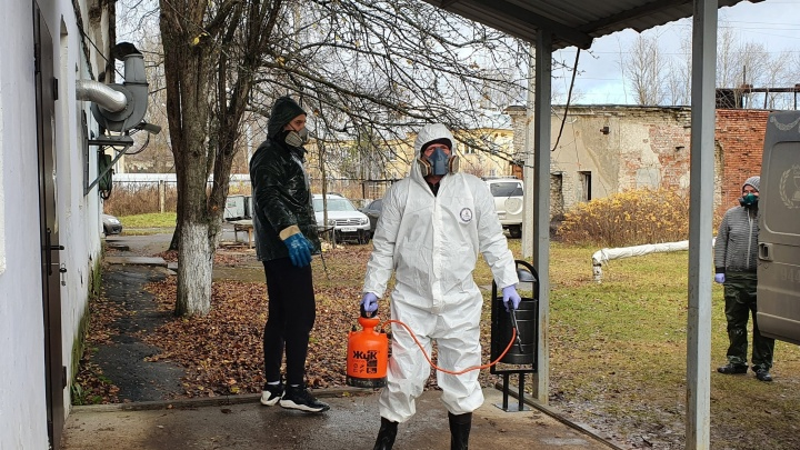«Заочное отпевание и гробы с окошком»: как коронавирус изменил похороны