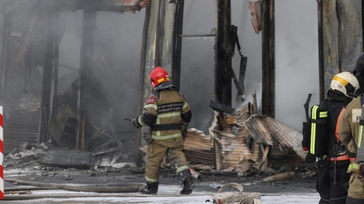 На ростовском рынке «Классик» полностью потушили пожар