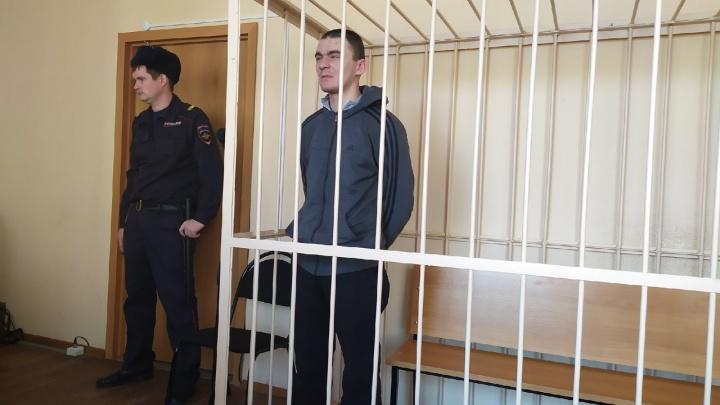 Суд отправил в СИЗО челябинца, обвиняемого в убийстве студента, заступившегося за девушку