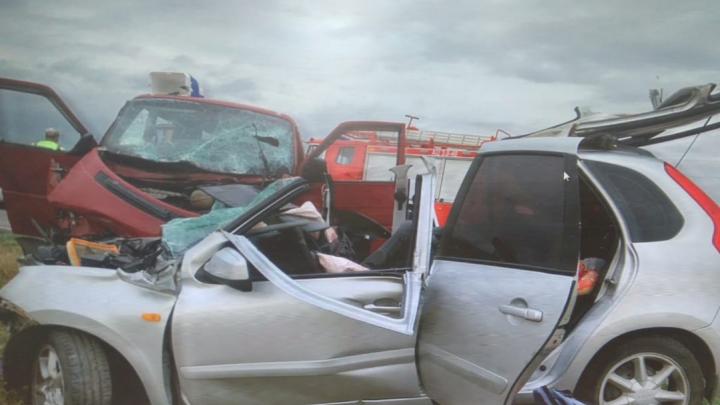 В Ростовской области легковушка влетела во встречный микроавтобус