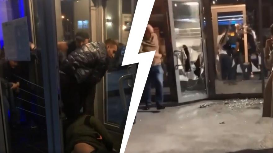 Появилось видео ночной потасовки в новосибирском баре, участник которой получил ножевые ранения