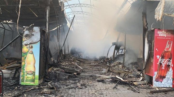 МЧС назвало причину пожара на центральном рынке в Шахтах