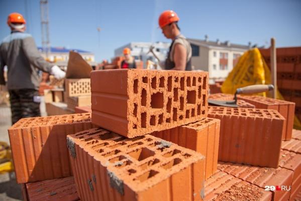 Специалисты по первичному и вторичному рынкам недвижимости рассказали, почему люди сейчас активно вкладываются в покупку квартир