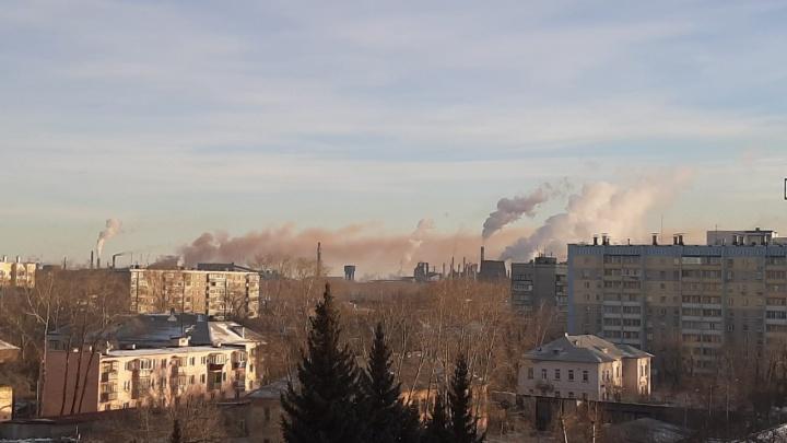 Густой смог над Челябинском провисит еще минимум день из-за безветренной погоды