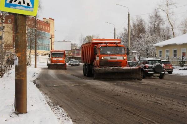 Одно из замечаний касалось того факта, что на некоторые дороги Архангельска техника подрядчика вообще не заехала к моменту проверки