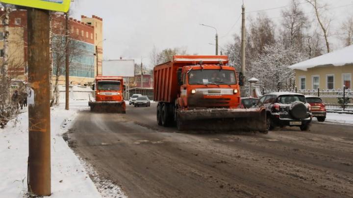 «Значит, должны ставить три трактора»: чиновники Архангельска оценили первую уборку города от снега