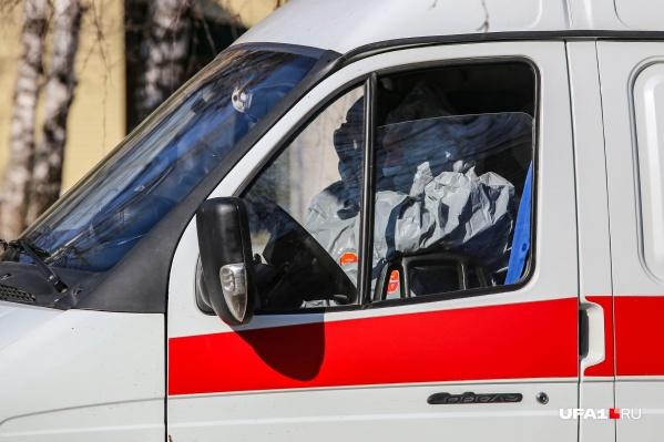 Пациенты продолжают поступать в стационары на автомобилях скорой помощи