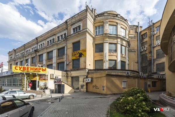 За историческое здание ЦУМа судились уже много лет