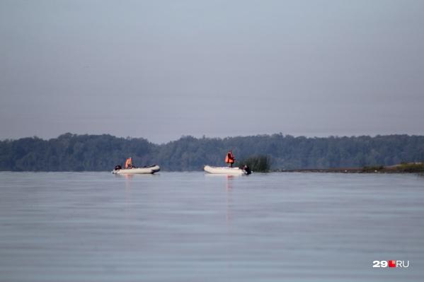 О ЧП стало известно около 18 часов 1 мая. Тела нескольких человек, ехавших на лодки, до сих пор ищут