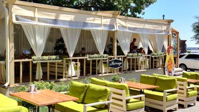 «Люди стали экономнее»: как волгоградские кафе отработали первые 10 дней после трехмесячной изоляции