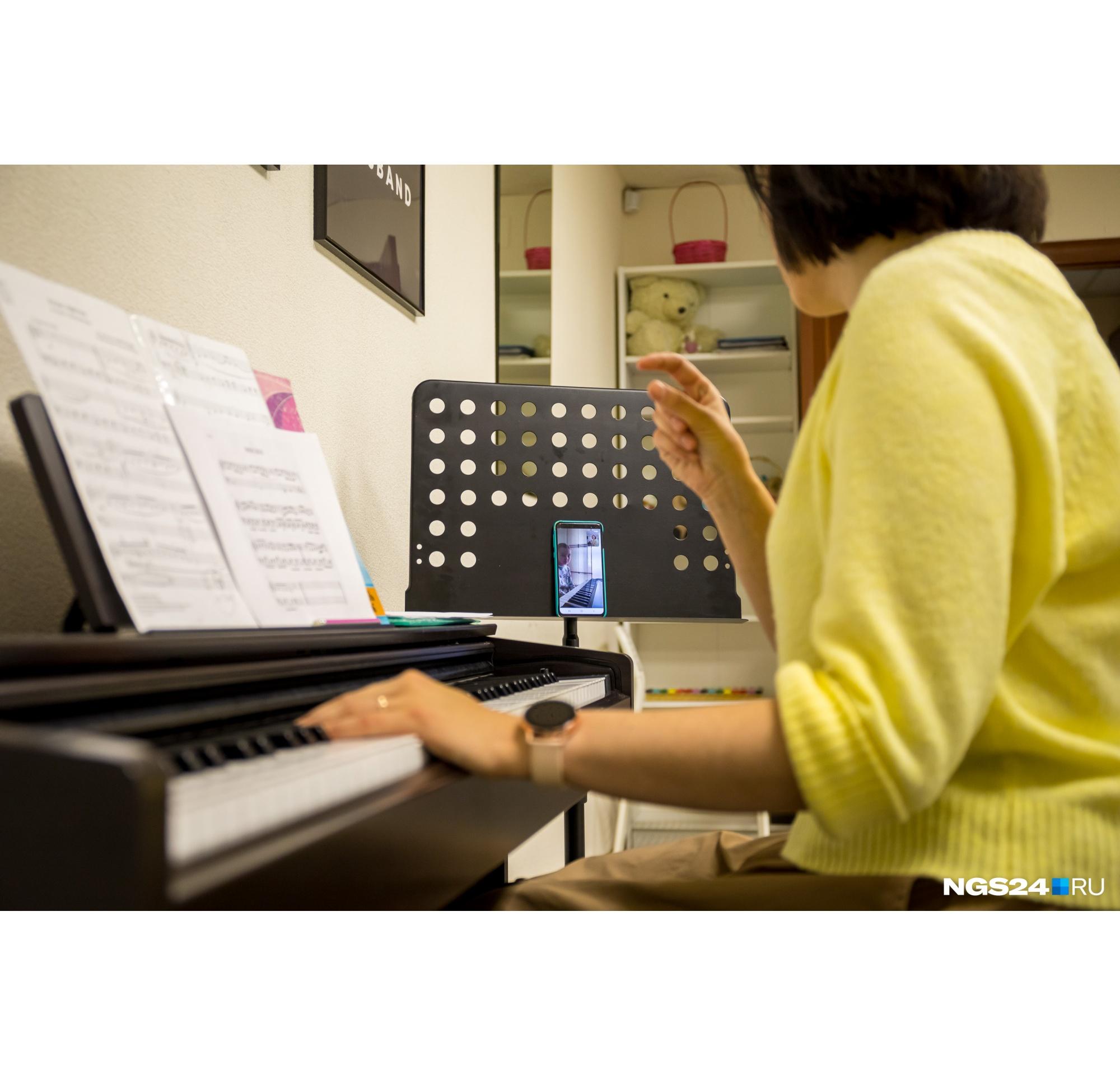 Урок дистанционного обучения игре на фортепиано