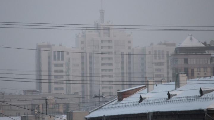 Над Новосибирском повисла странная дымка (и воздух опять неприятно пахнет). Что случилось?