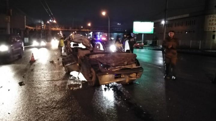 На Станционной столкнулись Toyota и грузовой автомобиль — один из водителей погиб